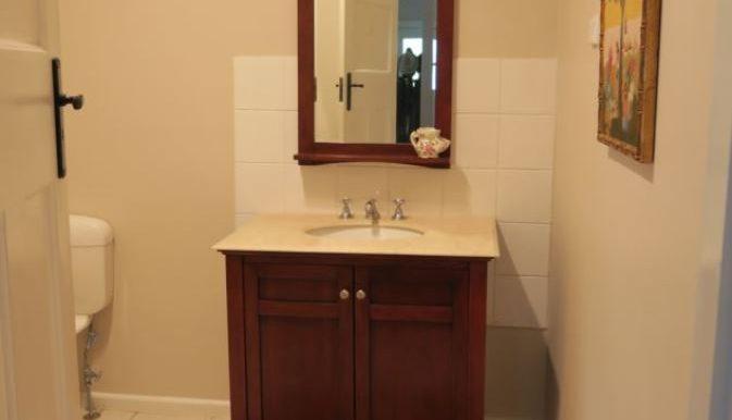 6 Maffra St bathroom resize